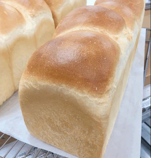 トルタロッソ製パンのは「伊賀のおいしい水を使った高級食パン」は1日50本の予約制!